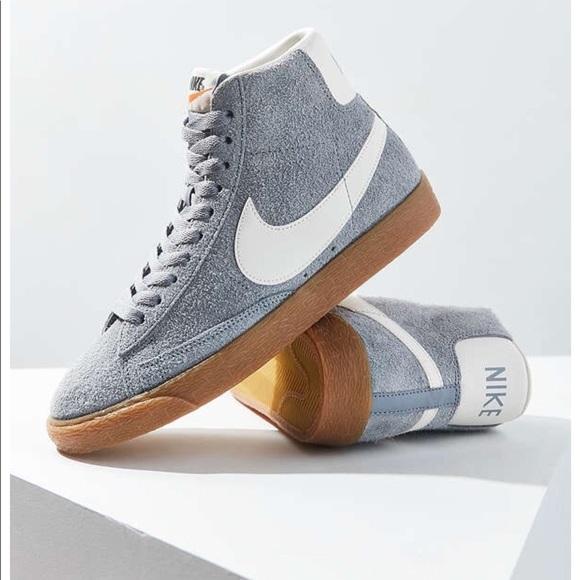 51261fe2ded3e8 ... Vintage Suede Sneaker. M 5a722cfc50687c8f856d02bd